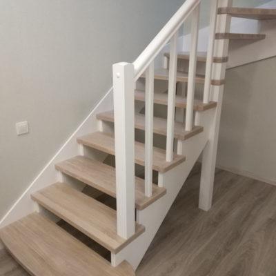 Открытая лестница без подступенков с забежными ступенями