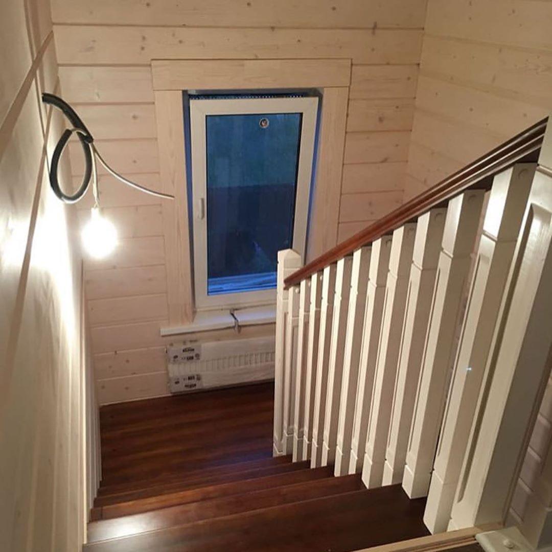 Комбинированная лестница сосна + бук с ограждением брусками