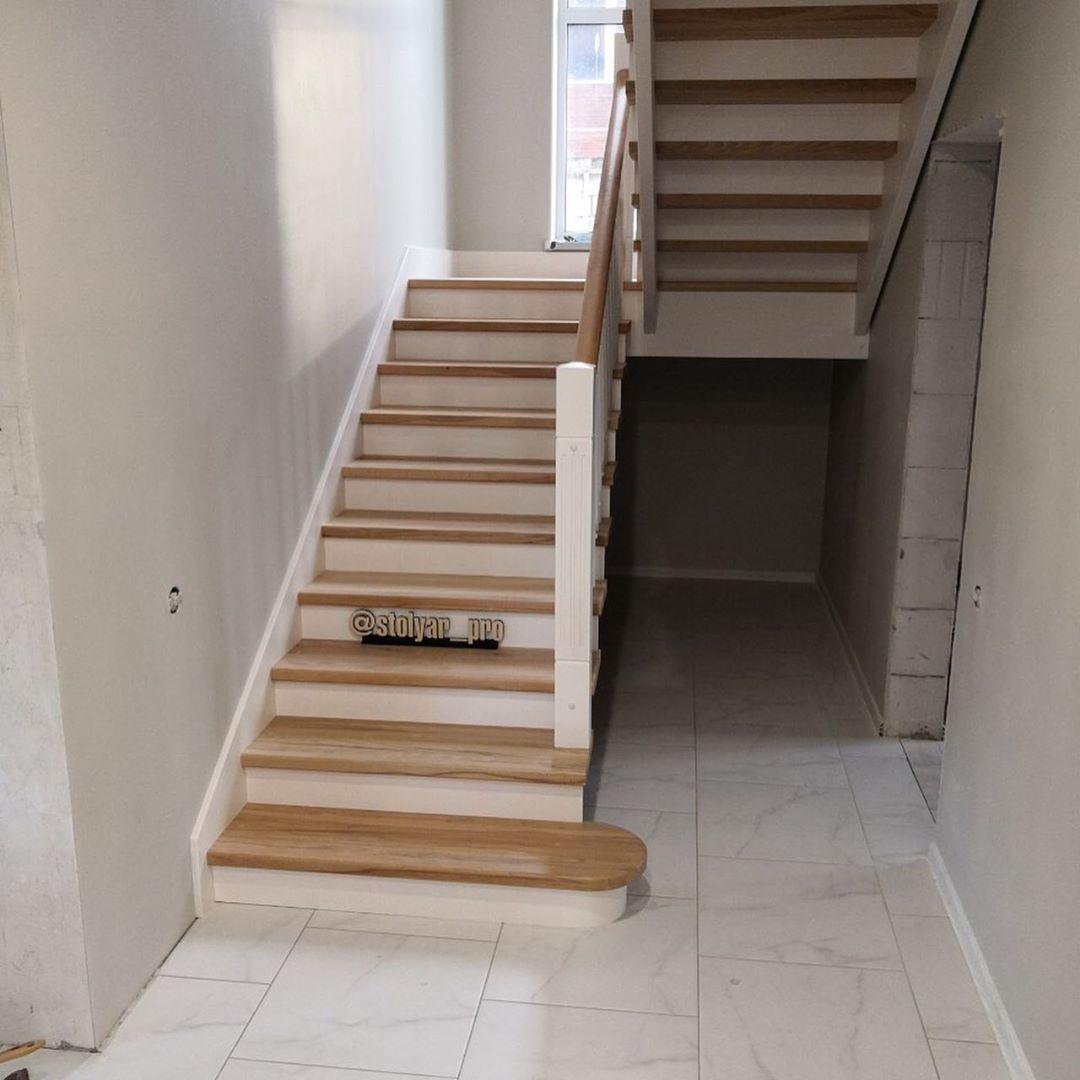 Лестница из бука комбинированная с сосной с пригласительной ступенью